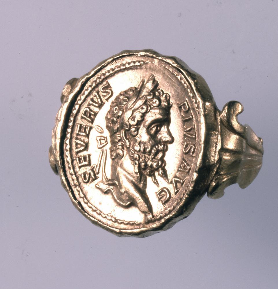 Bijoux de la Rome antique - bague utilisant une pièce d'or