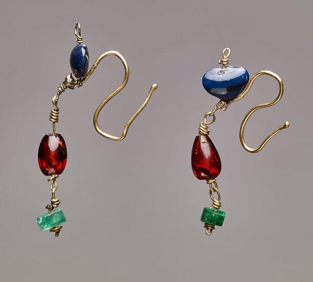 Bijoux de la Rome antique - boucles d'oreilles colorées