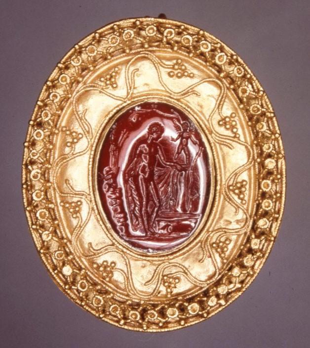 Bijoux de la Rome antique - broche gravée