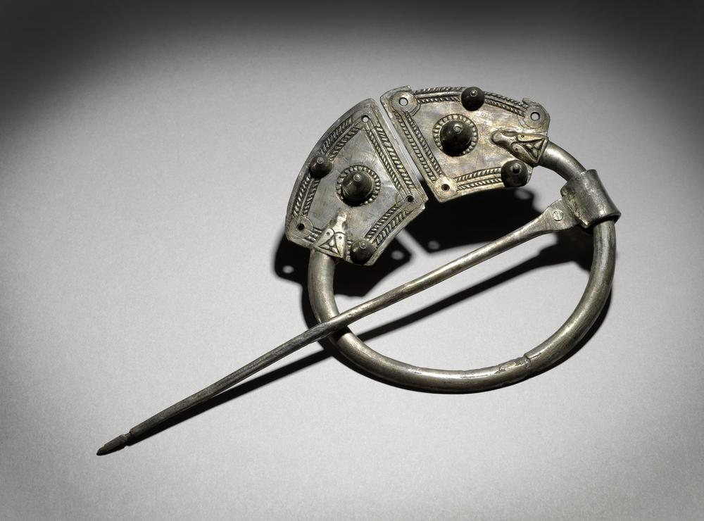 Bijou médiéval - broche penannulaire viking