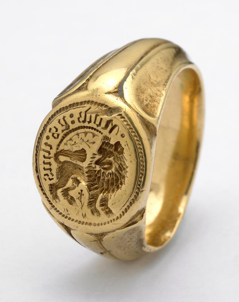 Bijou médiéval - bague chevalière gravée d'un lion