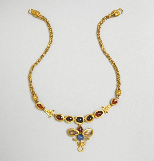 Bijoux de la Rome antique - collier or et pierres gemmes