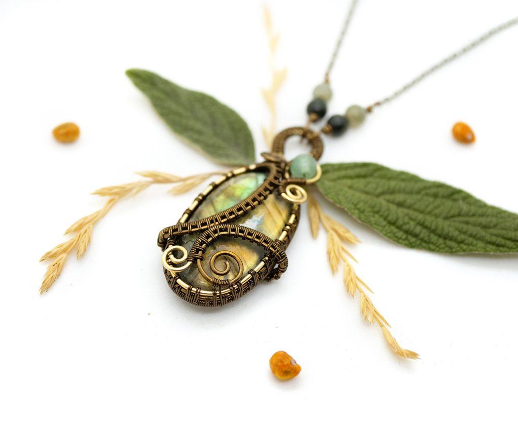 """Collier Wire wrapping unique - Bijoux de Créateur en pierre gemme, Artisanat - Pendentif artisanal """"Les Eaux de la Mangrove"""" en labradorite"""